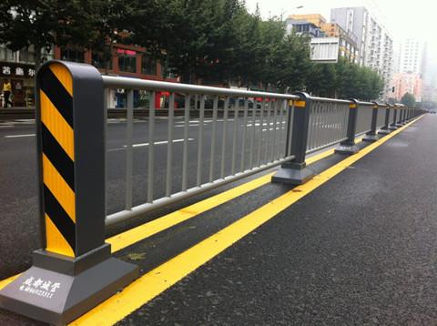 四川机动车隔离护栏