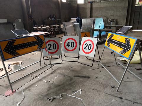 道路施工安全标识牌
