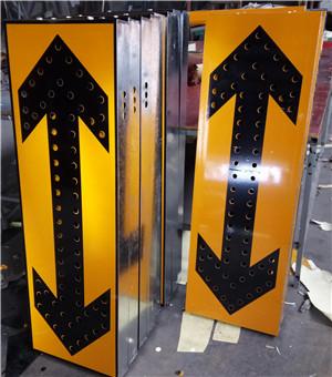 道路万博manbetx下载手机客户端施工改道指示牌