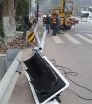 新津路口红绿灯安装